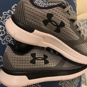 Under armour grey running shoes 5